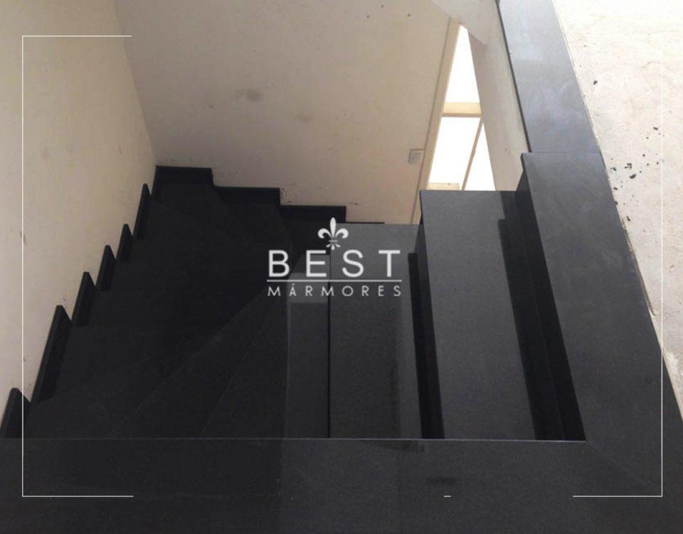 Escada em Granito Preto São Gabriel